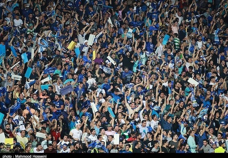 پذیرایی باشگاه استقلال از هواداران فولاد با گل و شیرینی