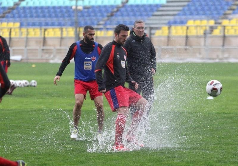 جلسه پرسپولیسی ها با مدیرعامل و تمرین زیر بارش شدید باران