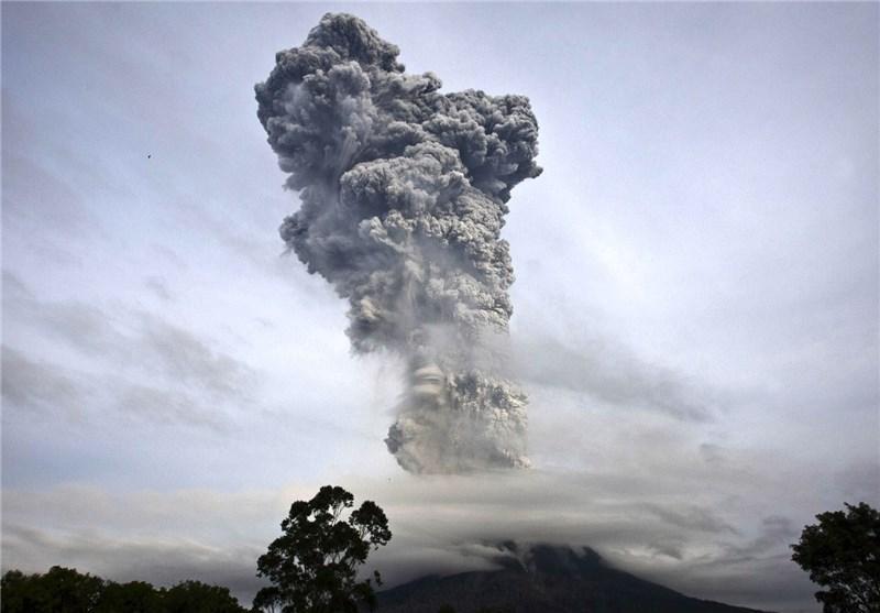فرار 26 هزار نفر از خانه های خود درپی فوران آتشفشان در اندونزی