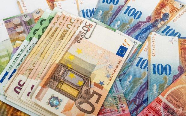 نرخ رسمی یورو کاهش و پوند افزایش یافت ، دلار ثابت ماند