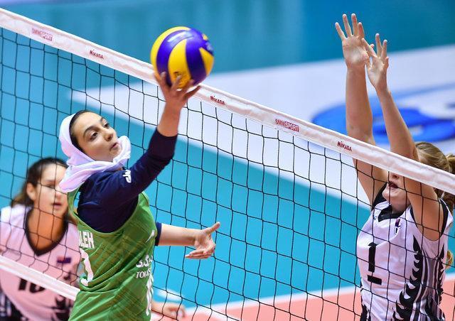 دختران والیبالیست ایران بازی برده را باختند