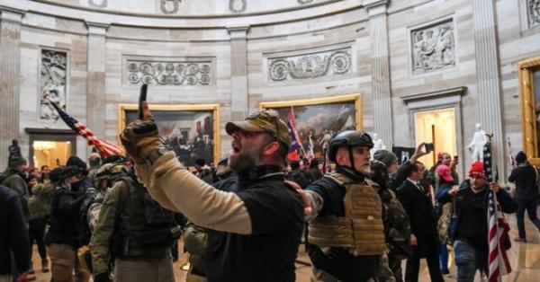 پلوسی خواستار تشکیل کمیسیونی یازده سپتامبری برای آنالیز حمله به کنگره شد