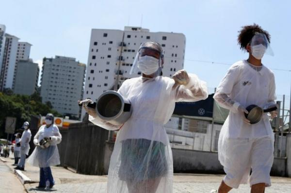 معترضان برزیلی قابلمه کوبان به خیابان آمدند